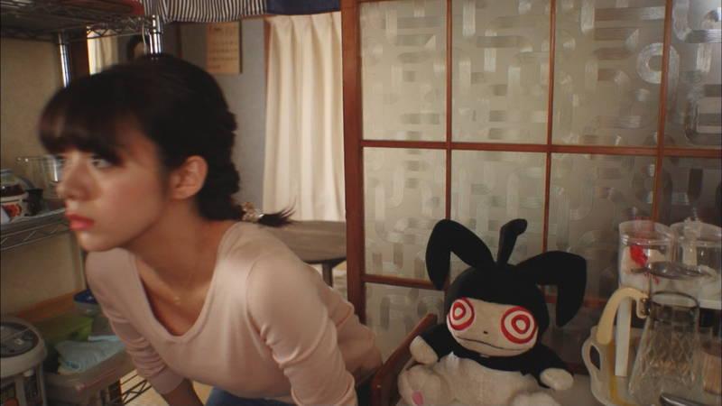 【岡田紗佳キャプ画像】何を着ていても着衣おっぱいが気になる岡田紗佳は巨乳なのか? 15