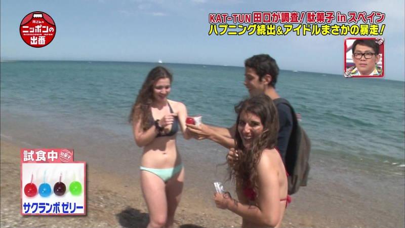 【外国人キャプ画像】スペインのビーチには年齢不詳の巨乳素人さんがたくさんwww 13