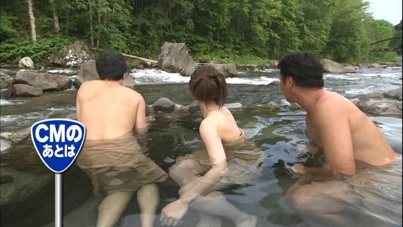 【佐藤美希キャプ画像】温泉ロケで水着が見えたときの残念さと興奮のダブルパンチがたまらんwww 05