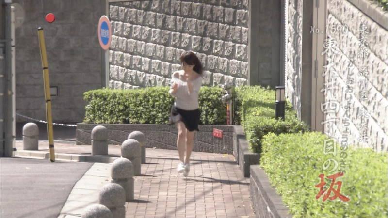 【清水あいりキャプ画像】Hカップを全力で揺らして坂道を駆け上がる清水あいりwww 06