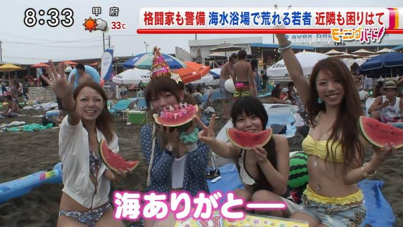 【素人キャプ画像】関東のビーチでパーリー状態になっている素人達のビキニ姿www 12