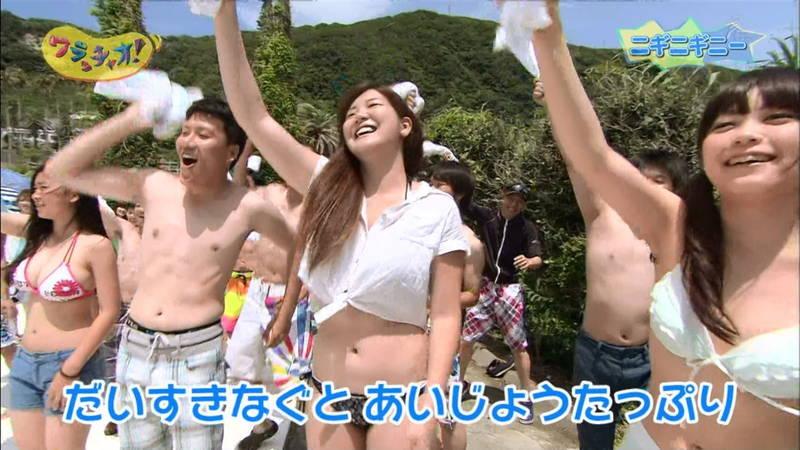 【素人キャプ画像】関東のビーチでパーリー状態になっている素人達のビキニ姿www 16