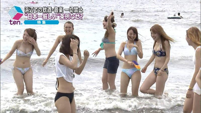 【素人キャプ画像】関東のビーチでパーリー状態になっている素人達のビキニ姿www 24