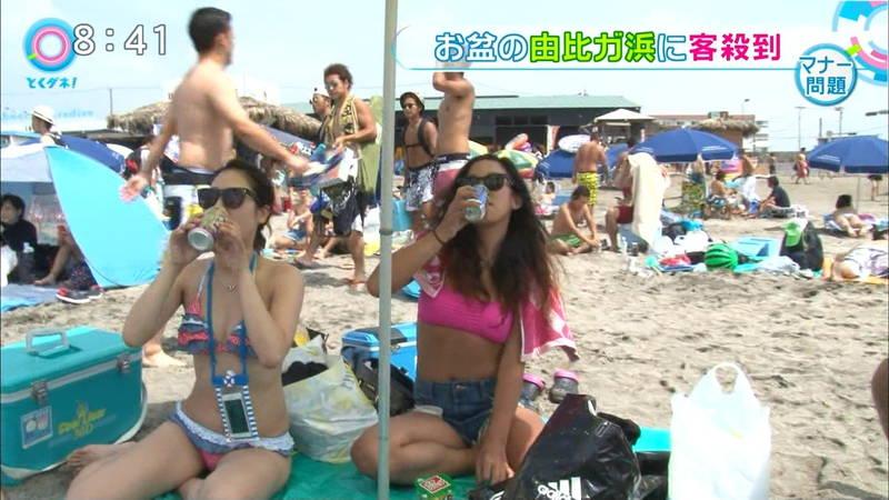 【素人キャプ画像】関東のビーチでパーリー状態になっている素人達のビキニ姿www 33