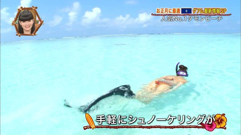 【外国人キャプ画像】ビキニレポーターがいちいちエロい海外からのレポートwww 04