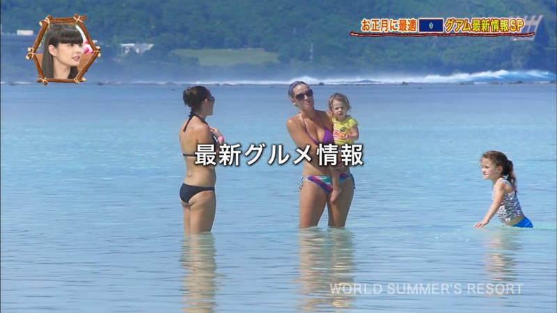 【外国人キャプ画像】ビキニレポーターがいちいちエロい海外からのレポートwww 27