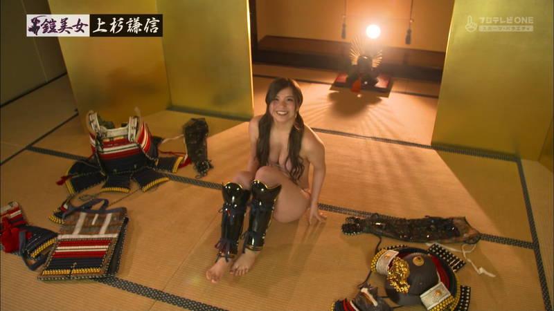 【倉田瑠夏キャプ画像】倉田瑠夏がビキニで甲冑を着てマッサージを受けるという謎の企画www 07