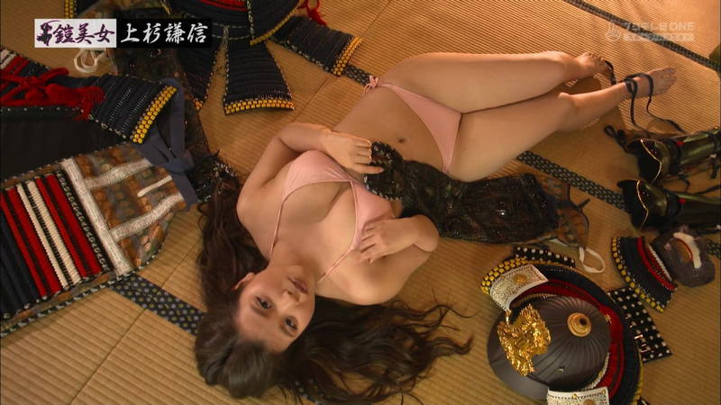 【倉田瑠夏キャプ画像】倉田瑠夏がビキニで甲冑を着てマッサージを受けるという謎の企画www 11