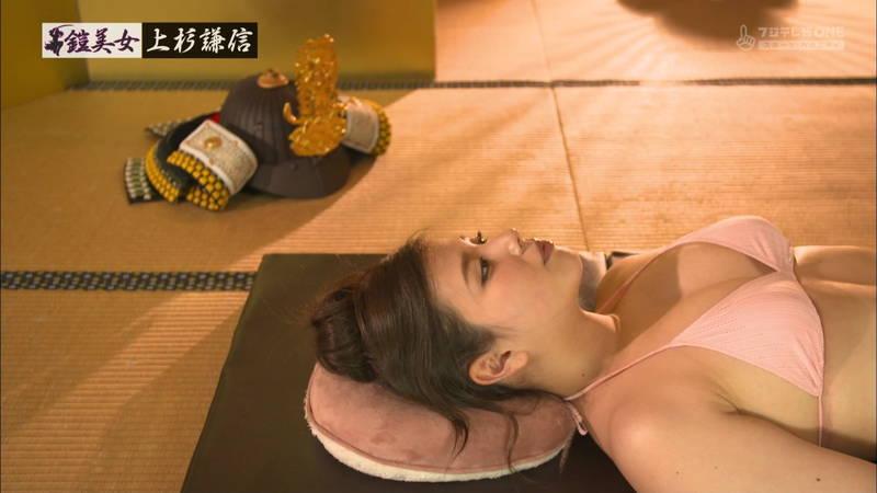 【倉田瑠夏キャプ画像】倉田瑠夏がビキニで甲冑を着てマッサージを受けるという謎の企画www 29