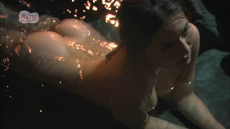 【美尻キャプ画像】例の全裸で入浴する番組でムッチリ美尻を大胆披露する美女www 17
