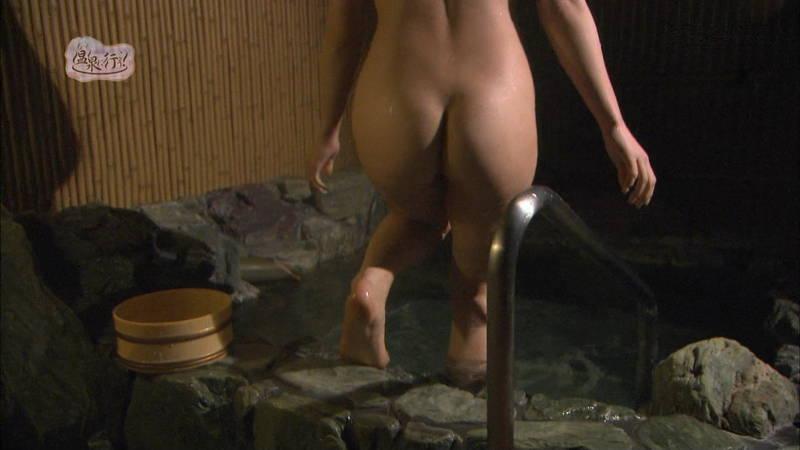 【美尻キャプ画像】例の全裸で入浴する番組でムッチリ美尻を大胆披露する美女www 26