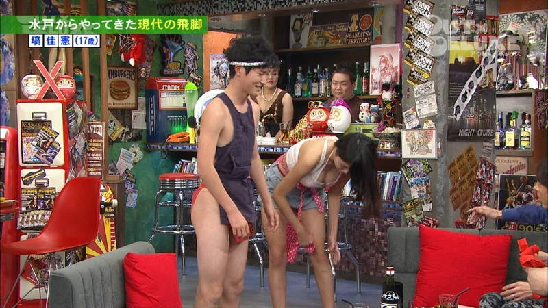 【よろずキャプ画像】ローラの着衣入浴での透けやヌードモデルのスレンダー美尻などwww 27