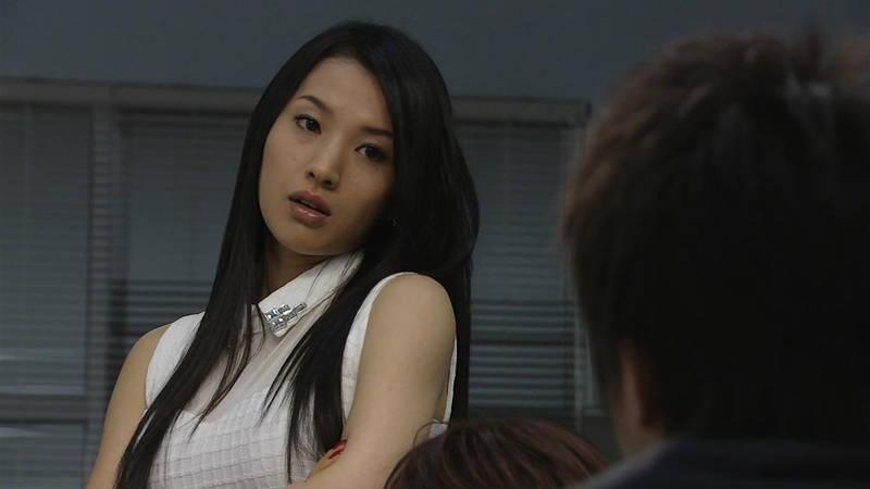 【芦名星キャプ画像】ギリギリの衣装で常にパンチラチャンスなドラマwww 04