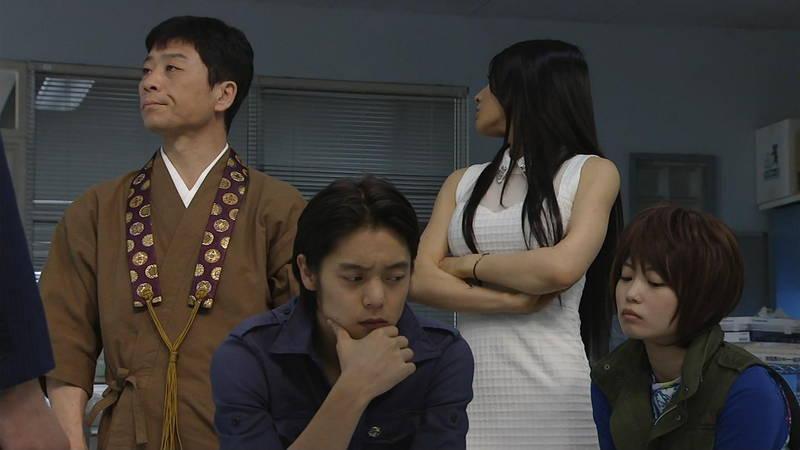 【芦名星キャプ画像】ギリギリの衣装で常にパンチラチャンスなドラマwww 05