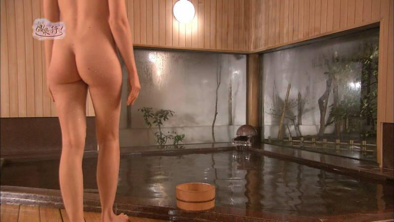 【温泉キャプ画像】例の温泉番組で外国人の美尻丸出し入浴という不意打ちwww 20