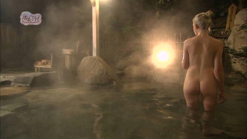 【温泉キャプ画像】例の温泉番組で外国人の美尻丸出し入浴という不意打ちwww 25