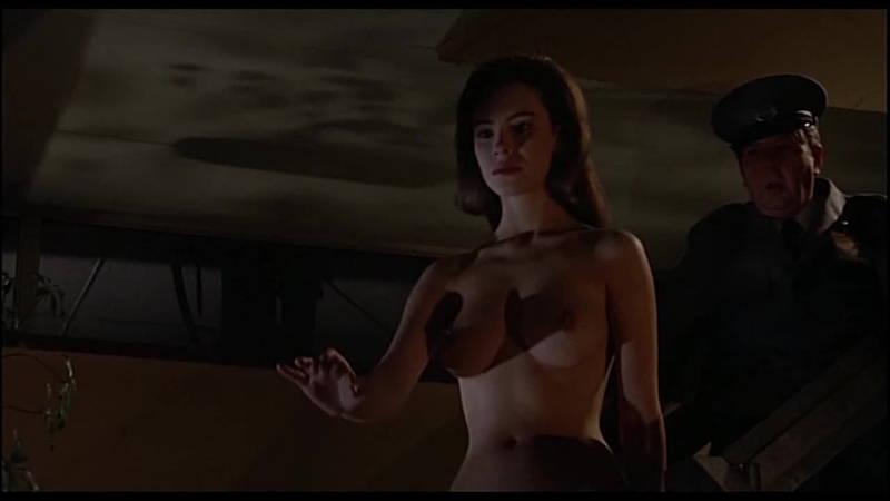 【映画キャプ画像】全裸で目覚めておっぱい見せつけつつ襲いかかるスペースバンパイアのキャプwww 07
