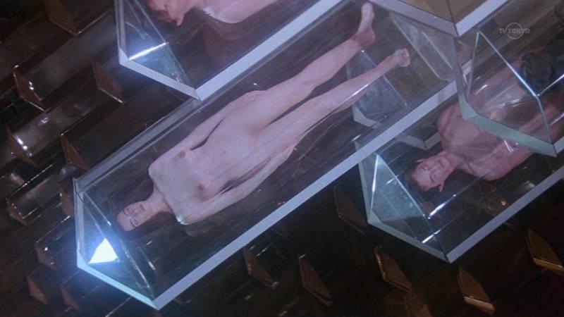 【映画キャプ画像】全裸で目覚めておっぱい見せつけつつ襲いかかるスペースバンパイアのキャプwww 17