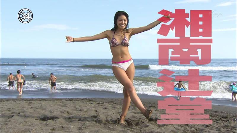 【素人キャプ画像】湘南のビーチでパーリーになってる素人娘がカメラの前でポーズ!w 08