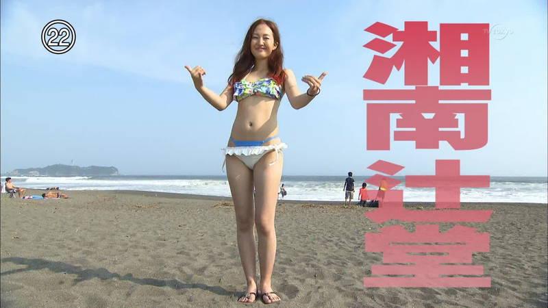 【素人キャプ画像】湘南のビーチでパーリーになってる素人娘がカメラの前でポーズ!w 32