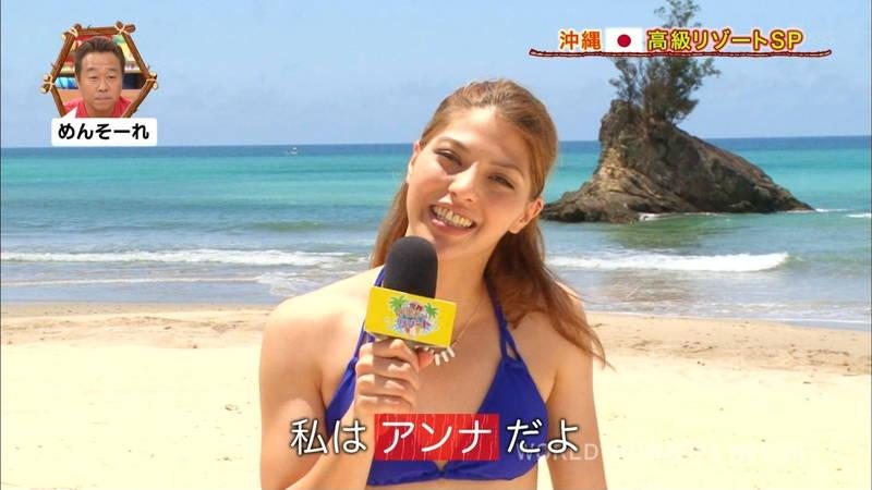 【素人キャプ画像】沖縄の海を布面積少ないビキニでレポートしてくれる素人娘www 10