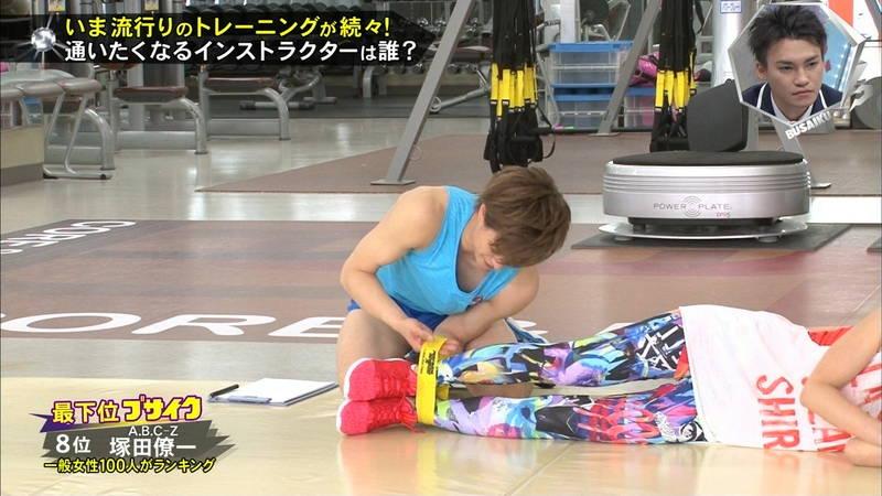 【腋キャプ画像】一所懸命にトレーニングする美女のスレンダーな腋がたまらんwww 06
