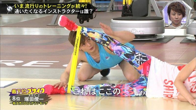 【腋キャプ画像】一所懸命にトレーニングする美女のスレンダーな腋がたまらんwww 07