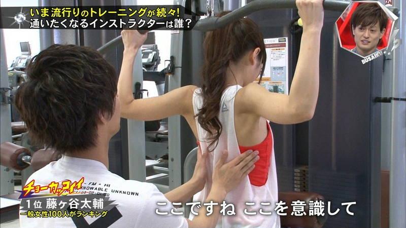 【腋キャプ画像】一所懸命にトレーニングする美女のスレンダーな腋がたまらんwww 14