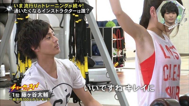【腋キャプ画像】一所懸命にトレーニングする美女のスレンダーな腋がたまらんwww 15