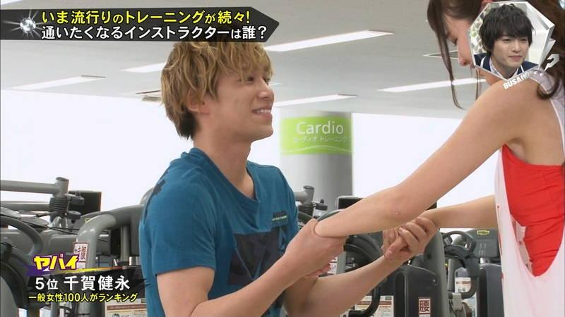 【腋キャプ画像】一所懸命にトレーニングする美女のスレンダーな腋がたまらんwww 25