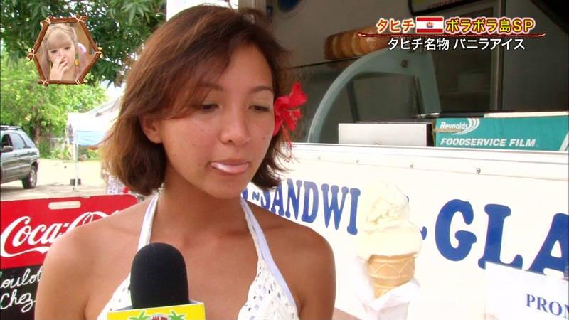 【外国人キャプ画像】ケーキ屋で働いている海外からのレポート員のムチムチビキニ姿がエロいwww 04