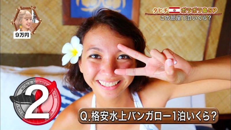 【外国人キャプ画像】ケーキ屋で働いている海外からのレポート員のムチムチビキニ姿がエロいwww 07