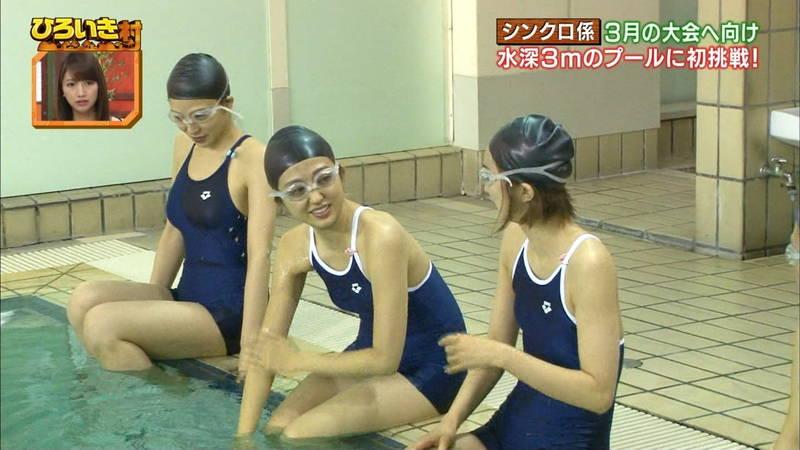 【菊池亜美キャプ画像】スク水とも言える紺色の競泳水着姿の菊池亜美があざといwww 07