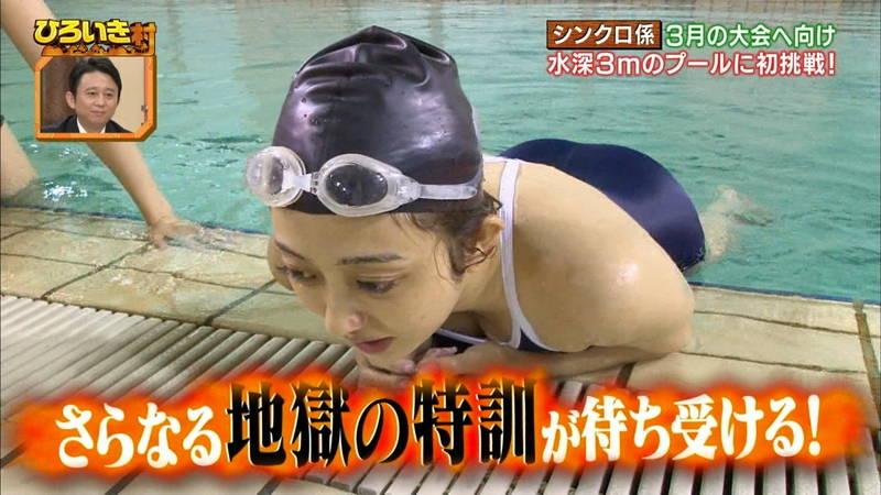 【菊池亜美キャプ画像】スク水とも言える紺色の競泳水着姿の菊池亜美があざといwww 20