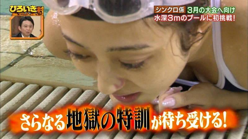 【菊池亜美キャプ画像】スク水とも言える紺色の競泳水着姿の菊池亜美があざといwww 22