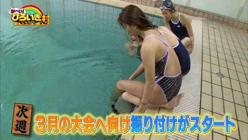 【菊池亜美キャプ画像】スク水とも言える紺色の競泳水着姿の菊池亜美があざといwww 24