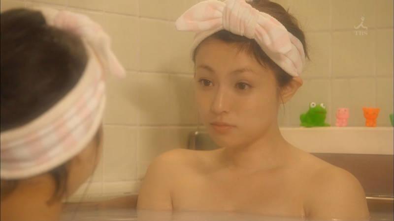 【入浴キャプ画像】憧れの女優さんやグラドルにピッタリ貼り付くタオルになりたいwww 19