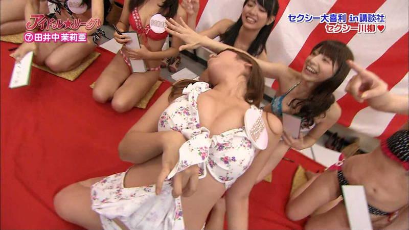 【胸チラキャプ画像】不意打ちでテレビに写る胸チラの反則的なエロさwww 07
