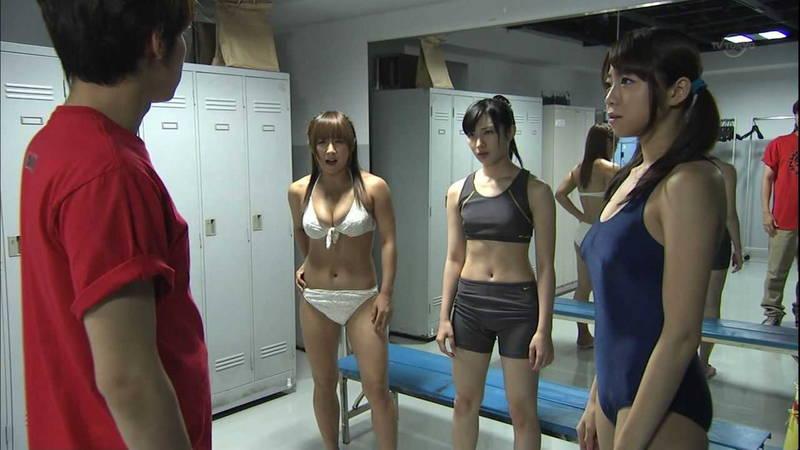 【胸チラキャプ画像】不意打ちでテレビに写る胸チラの反則的なエロさwww 14