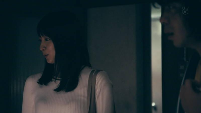 【吉岡里帆キャプ画像】怖い話を怖くないようにしてしまう吉岡里帆の罪な巨乳www