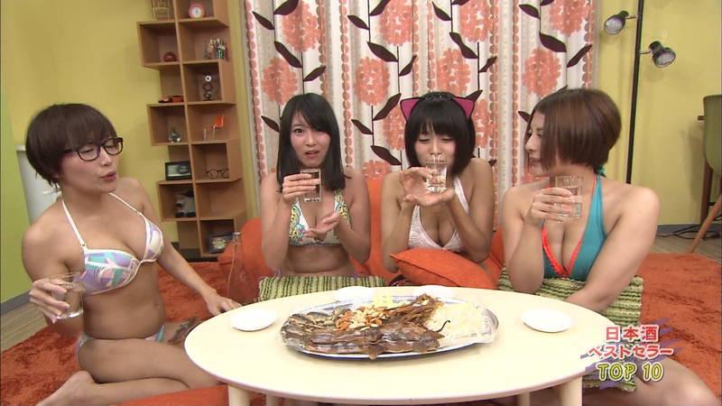 【下乳キャプ画像】グラドルがテレビでお酒を飲むとこうなるというキャプ画像www