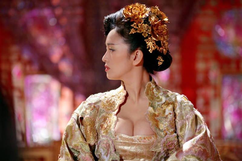 【王妃の紋章キャプ画像】中国映画を普通に観ていたのに気がついたらおっぱいしか見えなくwww 12