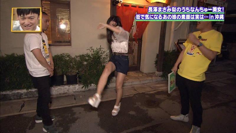 【素人キャプ画像】沖縄で評判の南国美女が予想以上に美人で美脚だったwww 29
