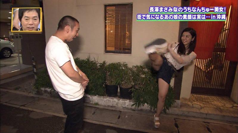 【素人キャプ画像】沖縄で評判の南国美女が予想以上に美人で美脚だったwww 30