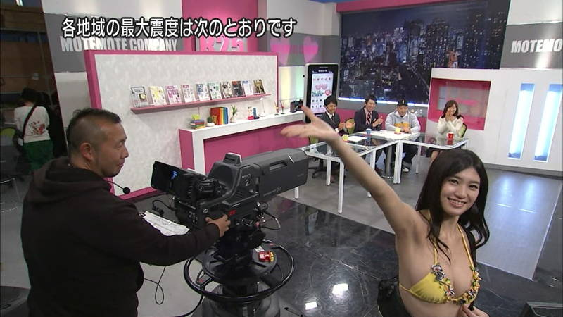 【高崎聖子キャプ画像】エロ水着でADをする高崎聖子が気になって番組内容がどうでもよくなるwww 13