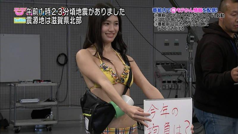 【高崎聖子キャプ画像】エロ水着でADをする高崎聖子が気になって番組内容がどうでもよくなるwww 26