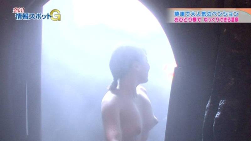 【全裸キャプ画像】CSの温泉番組で普通に全裸になって普通におっぱい映ってたんだがwww 18