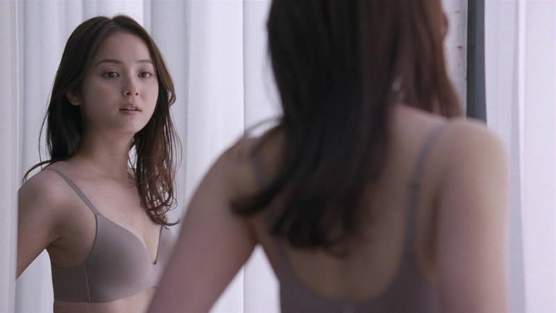 【佐々木希キャプ画像】佐々木希みたいな完璧に可愛い人は背中までエロ美しいらしいwww 07
