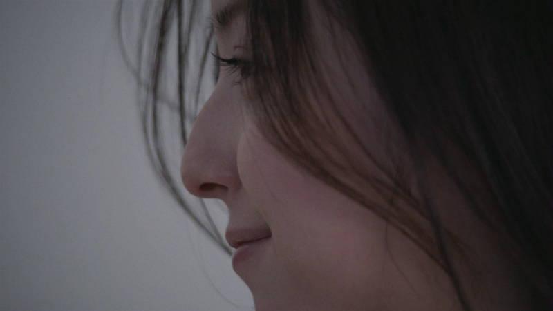 【佐々木希キャプ画像】佐々木希みたいな完璧に可愛い人は背中までエロ美しいらしいwww 23