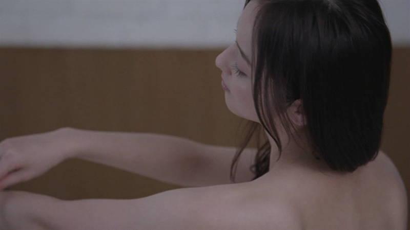 【佐々木希キャプ画像】佐々木希みたいな完璧に可愛い人は背中までエロ美しいらしいwww 24